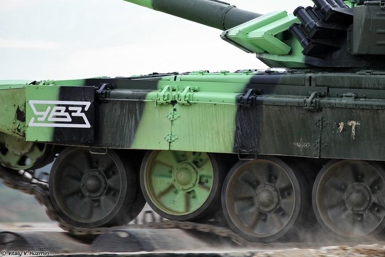 Kinh ngac: Bo doi Lao muon xe tang T-72 di thi-Hinh-9