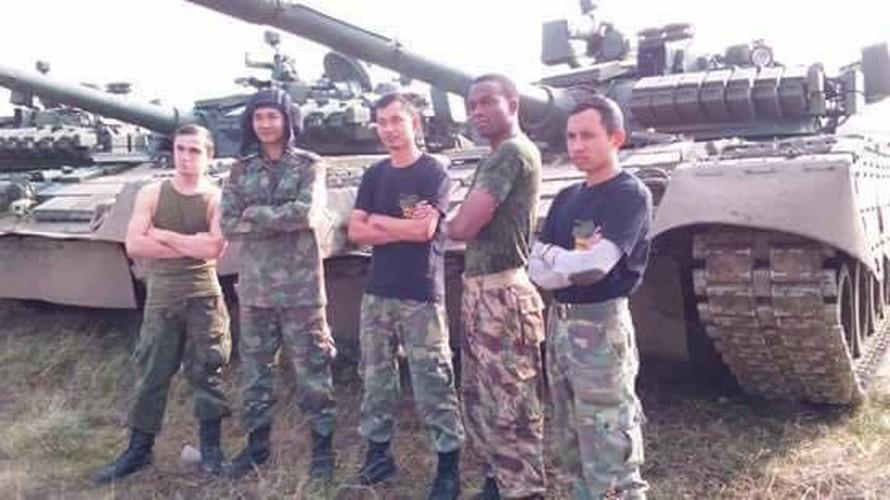 Kinh ngac: Bo doi Lao muon xe tang T-72 di thi