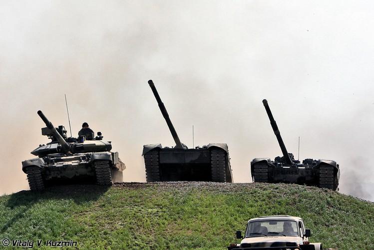 Ly do xe tang T-90 Nga chinh phuc Viet Nam va the gioi
