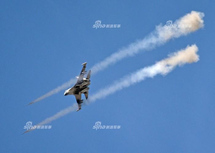 Man nhan chien dau co Nga-Trung khong kich...may bay F-16-Hinh-13