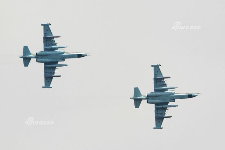 Man nhan chien dau co Nga-Trung khong kich...may bay F-16-Hinh-19