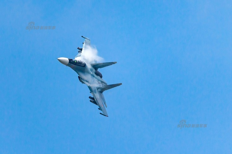 Man nhan chien dau co Nga-Trung khong kich...may bay F-16-Hinh-3