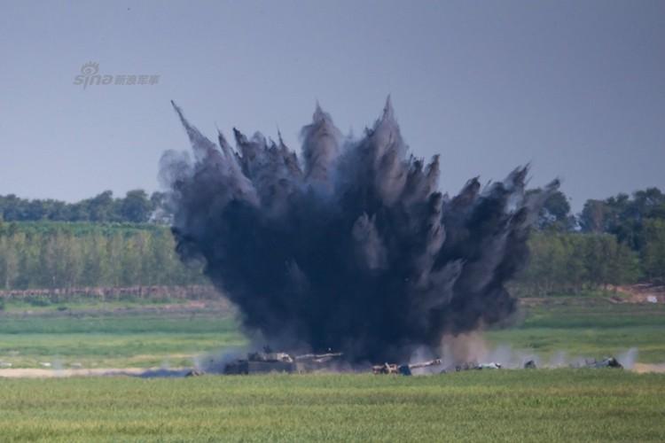 Man nhan chien dau co Nga-Trung khong kich...may bay F-16-Hinh-4
