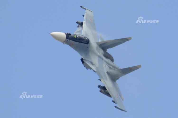 Man nhan chien dau co Nga-Trung khong kich...may bay F-16-Hinh-7