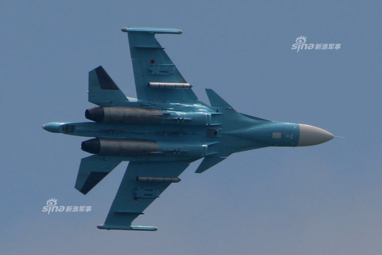 Man nhan chien dau co Nga-Trung khong kich...may bay F-16-Hinh-9