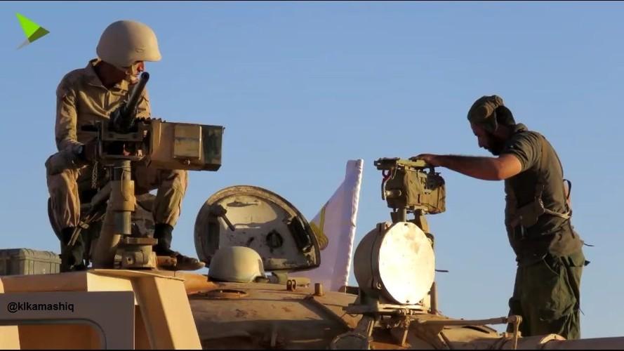 Khiep uy luc xe tang chu luc cua phien quan Syria-Hinh-2