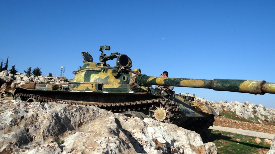 Khiep uy luc xe tang chu luc cua phien quan Syria-Hinh-3
