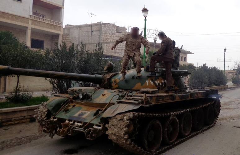 Khiep uy luc xe tang chu luc cua phien quan Syria-Hinh-5