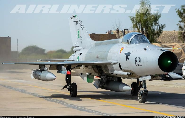 3 thang mat 3 tiem kich F-7, Pakistan hoang voi hang Trung Quoc-Hinh-7