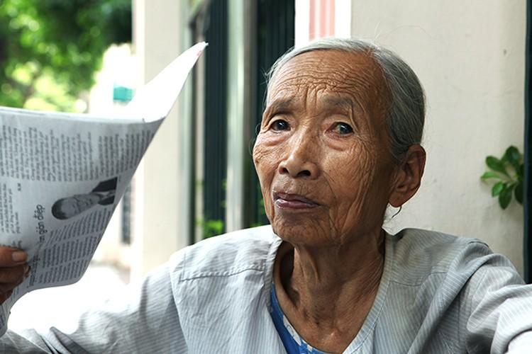 Anh: Toc bac trang, tuoi cao, lung cong van muu sinh-Hinh-2