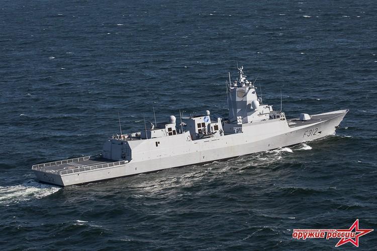 """Muc kich canh tau chien NATO """"nhin trom"""" Nga-Trung tap tran-Hinh-7"""