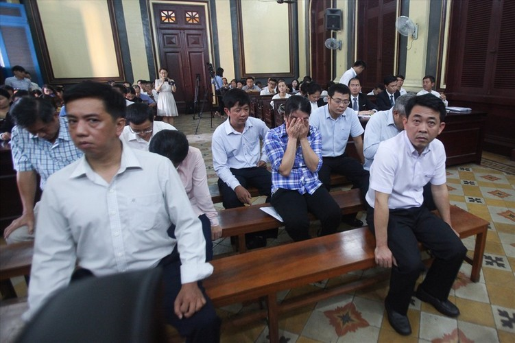 Chum anh toan canh phien toa phuc tham VN Pharma sang nay-Hinh-12