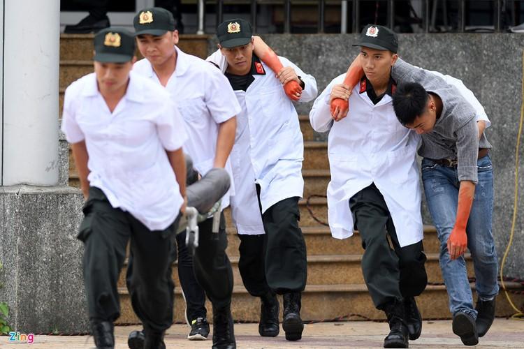 Ngoan muc canh sat, dac cong danh bat khung bo tren song Han-Hinh-9