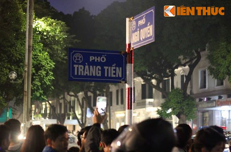 "Nguoi Ha Noi ho to ""Welcome to Viet Nam"" chao don Tong thong Donald Trump-Hinh-2"