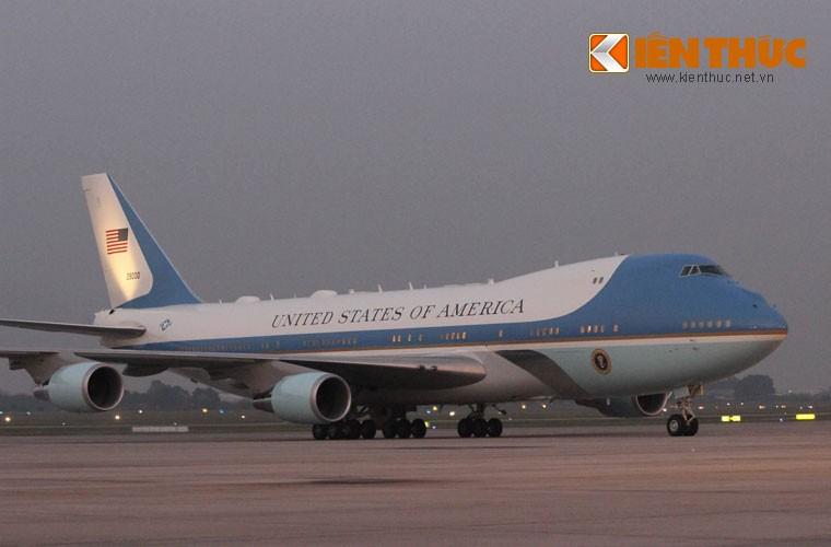 Toan canh Le don Tong thong Donald Trump tai san bay Noi Bai-Hinh-7