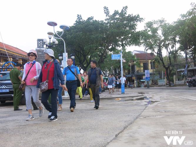 Anh: Cong tac an ninh cho doan phu nhan/phu quan APEC tham quan Hoi An-Hinh-11