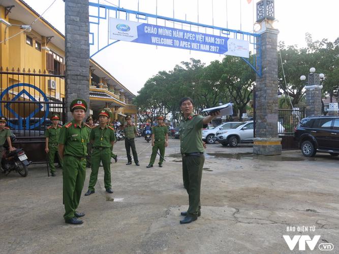 Anh: Cong tac an ninh cho doan phu nhan/phu quan APEC tham quan Hoi An-Hinh-2