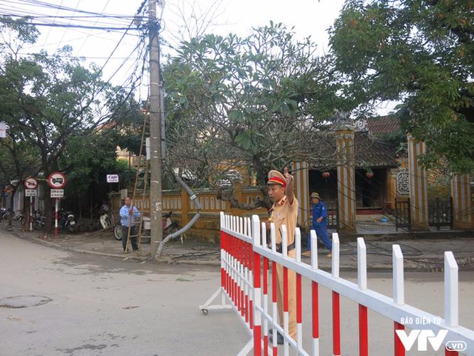 Anh: Cong tac an ninh cho doan phu nhan/phu quan APEC tham quan Hoi An-Hinh-3