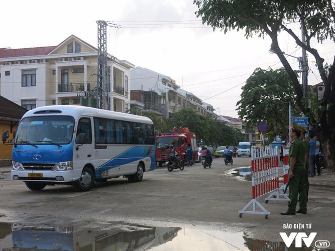 Anh: Cong tac an ninh cho doan phu nhan/phu quan APEC tham quan Hoi An-Hinh-4