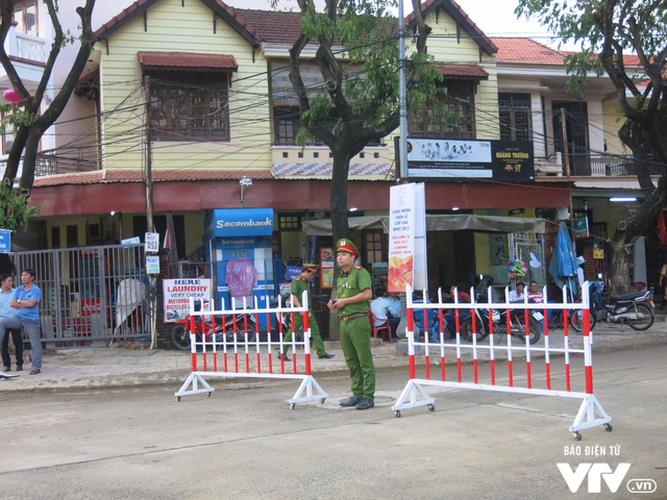 Anh: Cong tac an ninh cho doan phu nhan/phu quan APEC tham quan Hoi An-Hinh-8