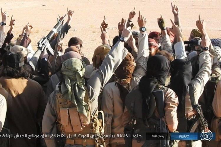 Phien quan IS dot kich can cu Iraq gan bien gioi Syria-Hinh-2