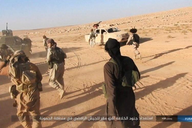 Phien quan IS dot kich can cu Iraq gan bien gioi Syria-Hinh-3