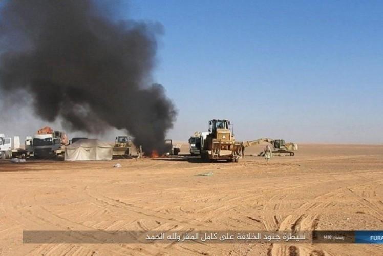 Phien quan IS dot kich can cu Iraq gan bien gioi Syria-Hinh-5