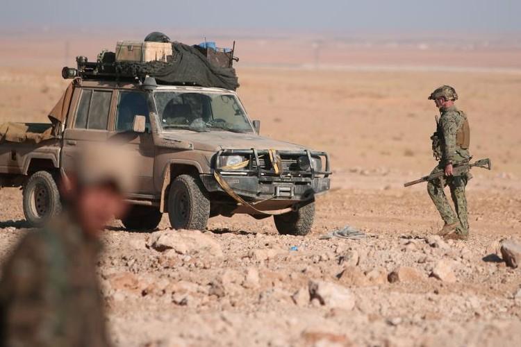 Chum anh binh si My hoat dong ben trong lanh tho Syria-Hinh-11