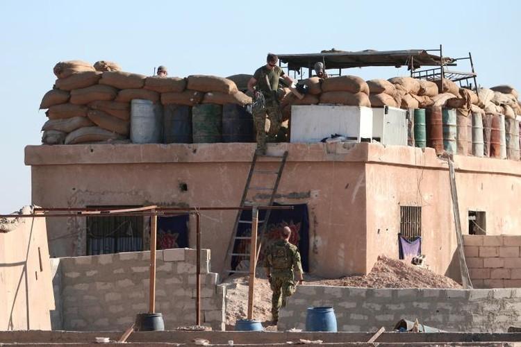 Chum anh binh si My hoat dong ben trong lanh tho Syria-Hinh-4