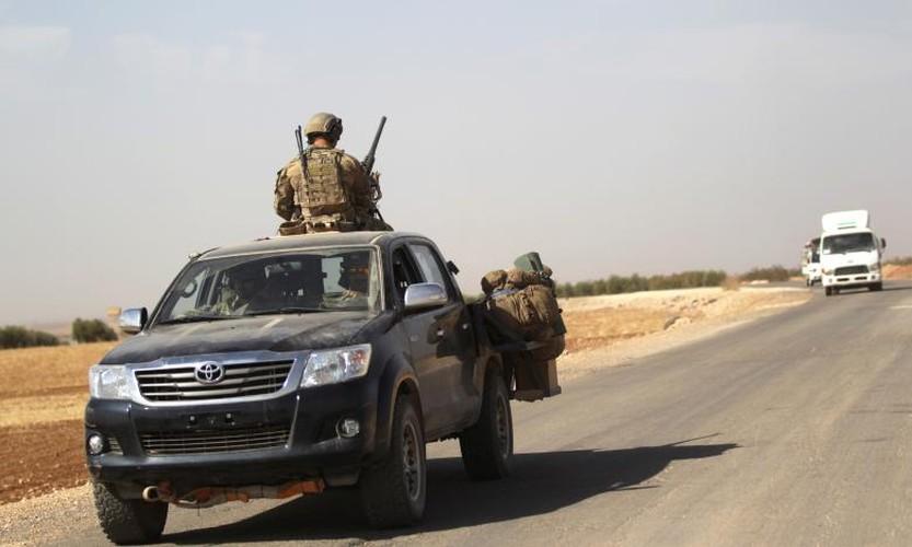 Chum anh binh si My hoat dong ben trong lanh tho Syria-Hinh-9