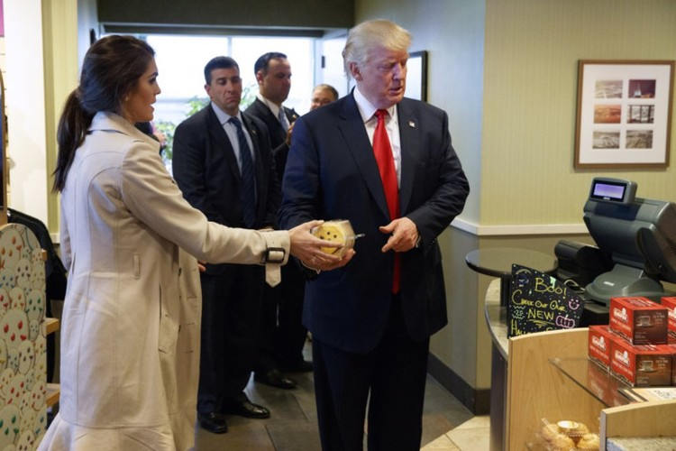 Chum anh: Nu Giam doc truyen thong tai sac ven toan cua ong Trump-Hinh-7