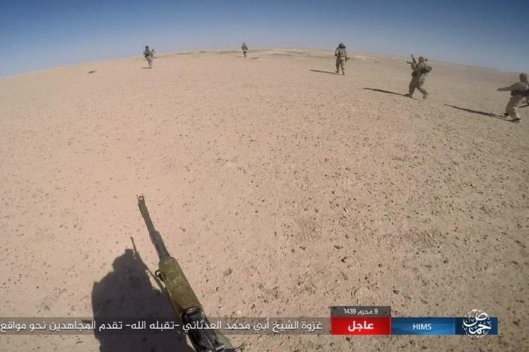 Quan doi Syria chao dao o phia tay Deir Ezzor-Hinh-5
