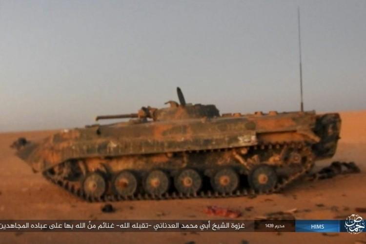Quan doi Syria ton that nang tren duong cao toc Palmyra-Deir Ezzor-Hinh-12