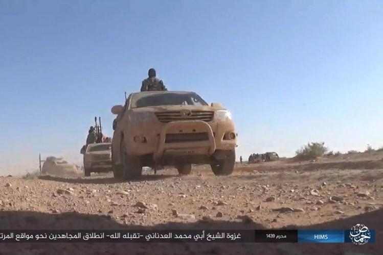 Quan doi Syria ton that nang tren duong cao toc Palmyra-Deir Ezzor-Hinh-3