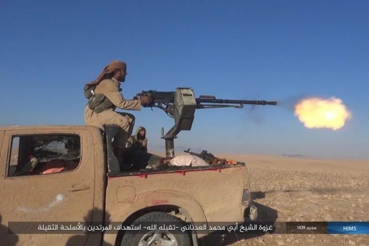 Quan doi Syria ton that nang tren duong cao toc Palmyra-Deir Ezzor-Hinh-4