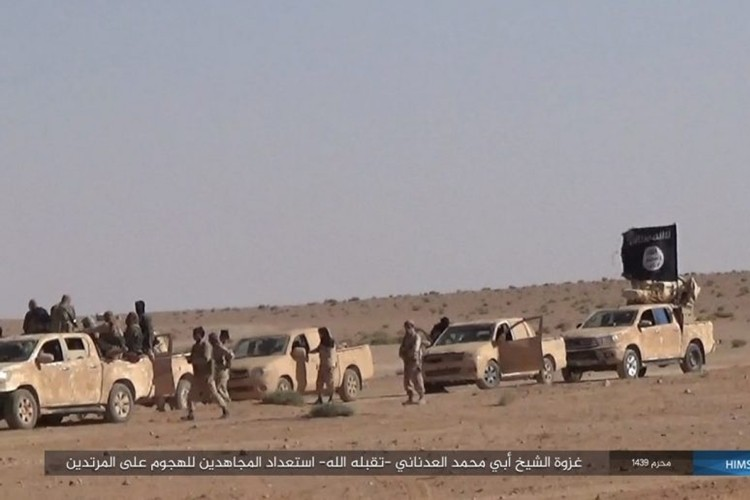 Quan doi Syria ton that nang tren duong cao toc Palmyra-Deir Ezzor