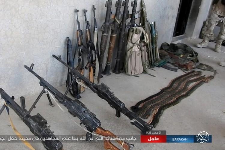 Chum anh phien quan IS san duoi SDF o mo dau Jafrah-Hinh-13