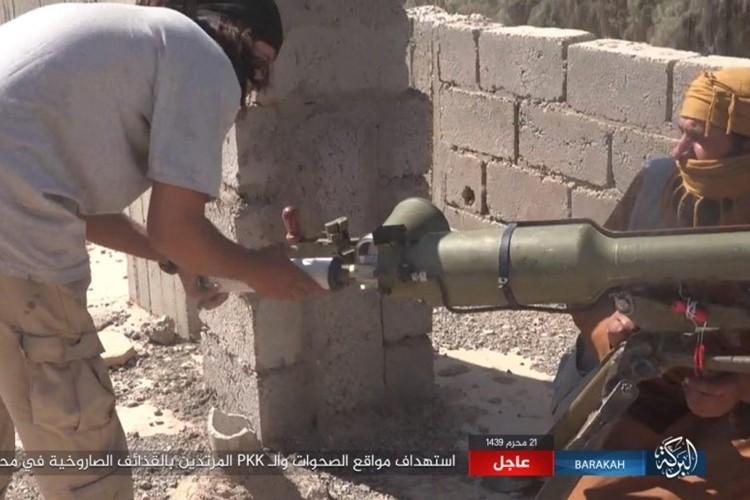 Chum anh phien quan IS san duoi SDF o mo dau Jafrah-Hinh-2