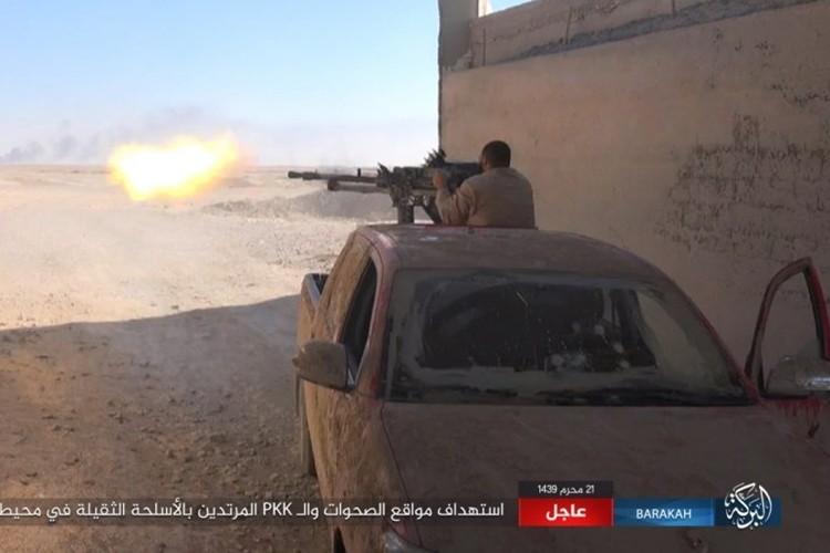 Chum anh phien quan IS san duoi SDF o mo dau Jafrah-Hinh-4