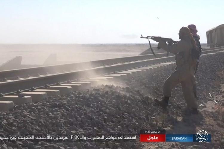 Chum anh phien quan IS san duoi SDF o mo dau Jafrah-Hinh-5