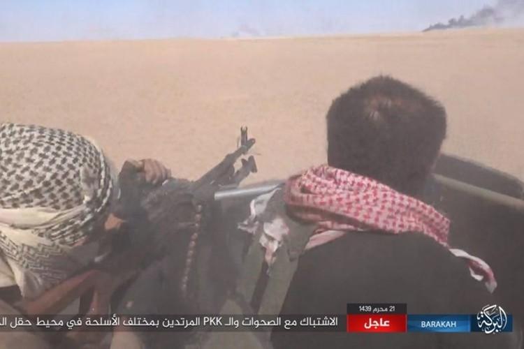 Chum anh phien quan IS san duoi SDF o mo dau Jafrah-Hinh-6