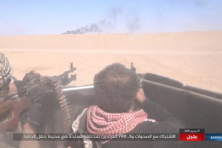 Chum anh phien quan IS san duoi SDF o mo dau Jafrah-Hinh-7