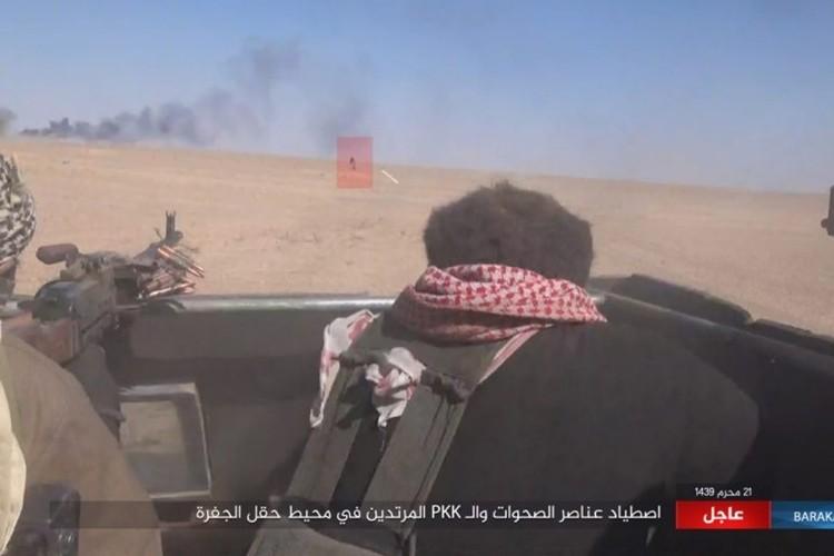 Chum anh phien quan IS san duoi SDF o mo dau Jafrah-Hinh-8
