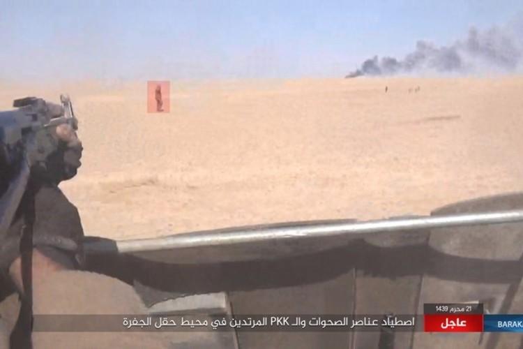 Chum anh phien quan IS san duoi SDF o mo dau Jafrah-Hinh-9