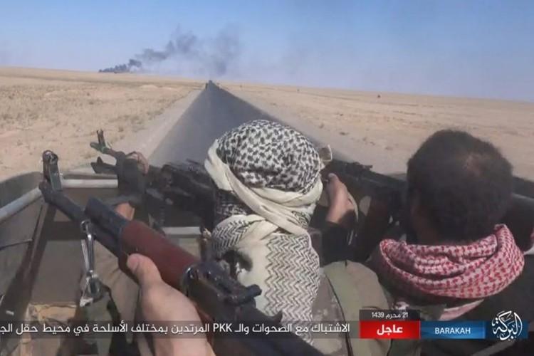 Chum anh phien quan IS san duoi SDF o mo dau Jafrah