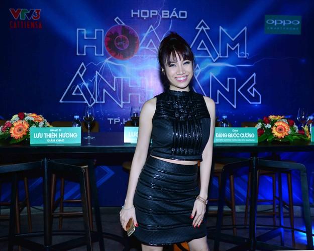 Dan thi sinh khung do bo gameshow The Remix-Hinh-2