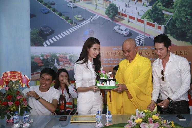 Mo Phan mung sinh nhat thu 26 cung nguoi ngheo-Hinh-11