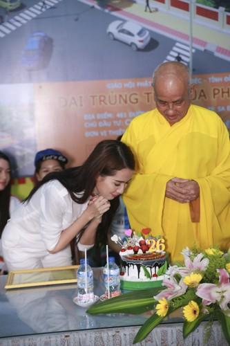 Mo Phan mung sinh nhat thu 26 cung nguoi ngheo-Hinh-12