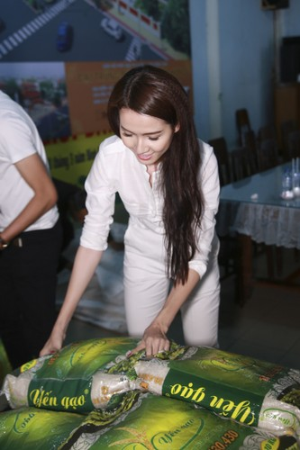 Mo Phan mung sinh nhat thu 26 cung nguoi ngheo-Hinh-2