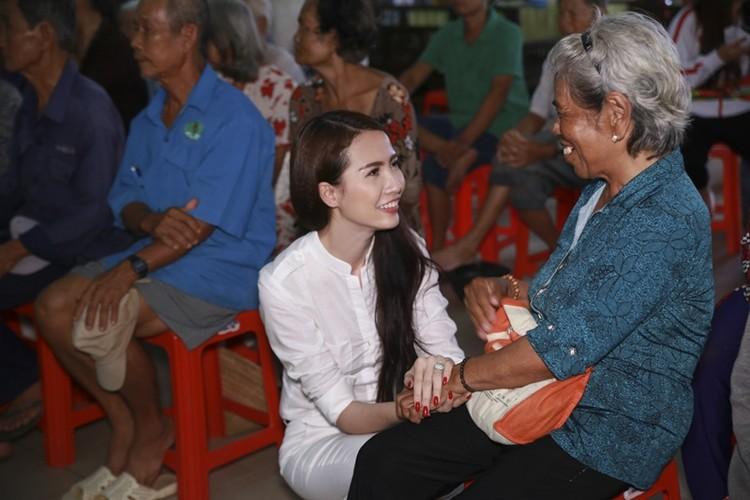 Mo Phan mung sinh nhat thu 26 cung nguoi ngheo-Hinh-3